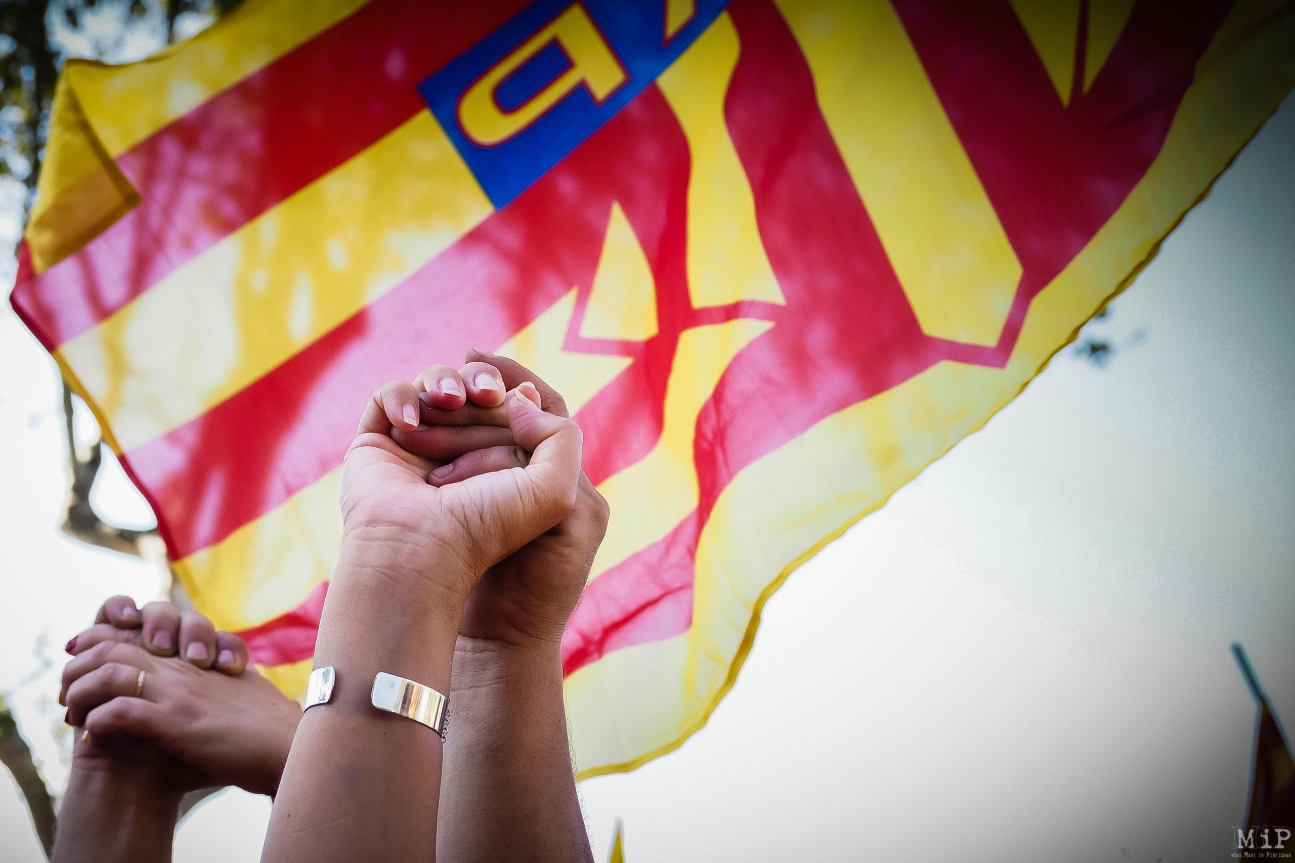 Mouvement oui au pays catalan vote du nouveau nom de la région Occitanie. Contestation et manifestation dans les rues de Perpignan liée à la crainte de la perte d'identité catalane.