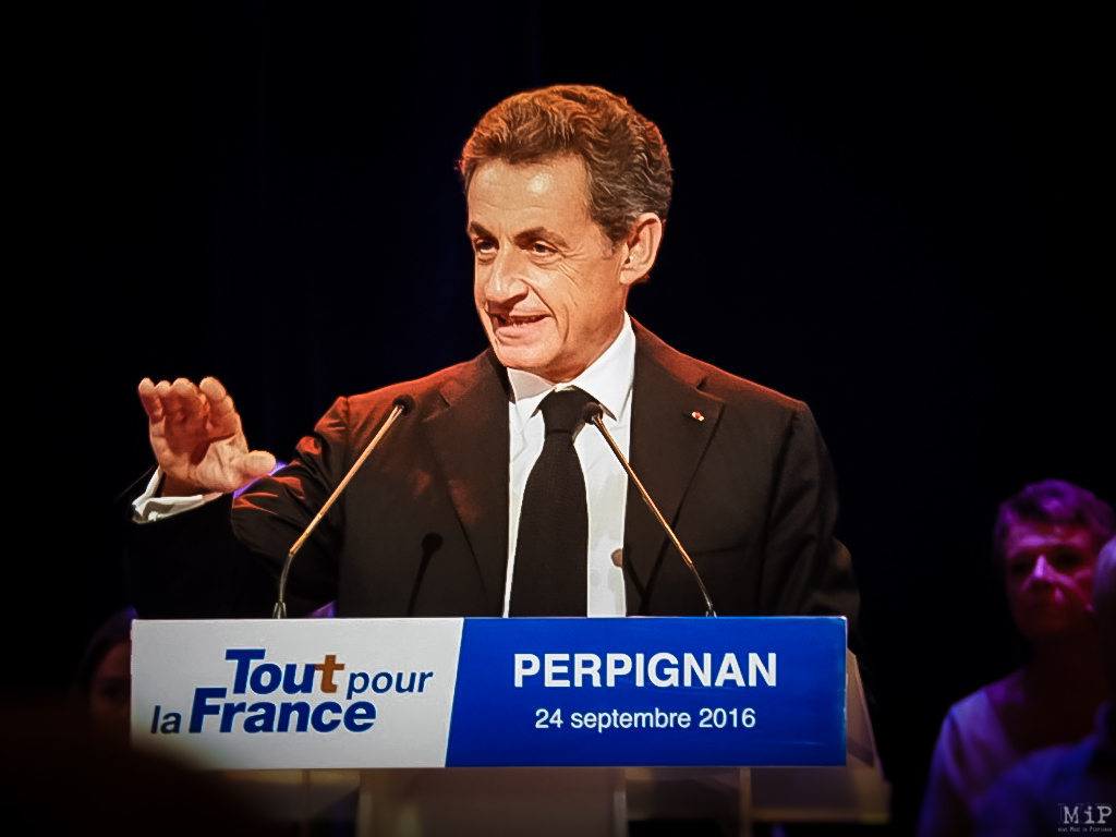 Déplacement Nicolas Sarkozy Gérard Darmanin centre de documentaiton Algérie française