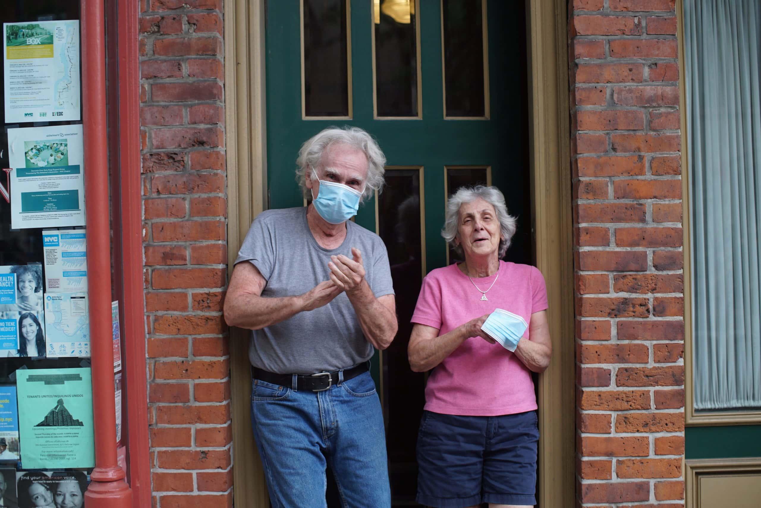 """Des """"bulles Covid"""" pour éviter l'isolement des personnes âgées cet hiver ?"""