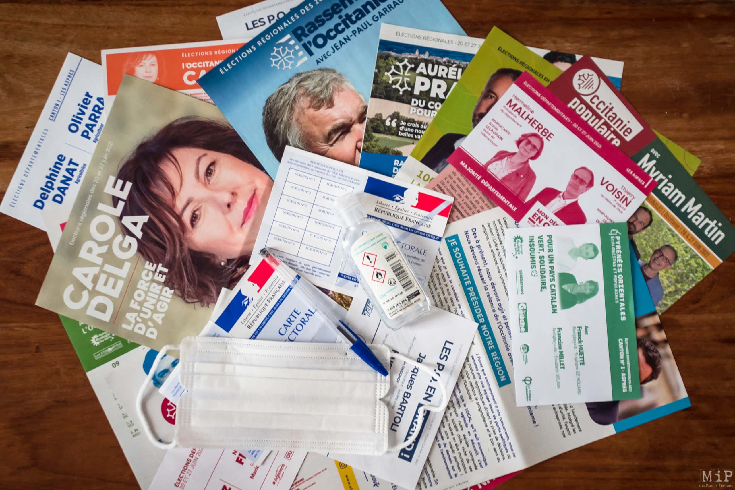 France, Perpignan, 2021-06-18. Illustration, Mixture of propaganda leaflets from candidates for the regional elections in Occitania, and departmental elections in Pyrenees-Orientales, with a mask and voters cards. Photograph by Arnaud Le Vu / Hans Lucas.France, Perpignan, 2021-06-18. Illustration, Melange de tracts de propagande des candidats aux elections regionales en Occitanie, et elections departementales en Pyrenees-Orientales, avec un masque et des cartes d electeur. Photographie de Arnaud Le Vu / Hans Lucas.